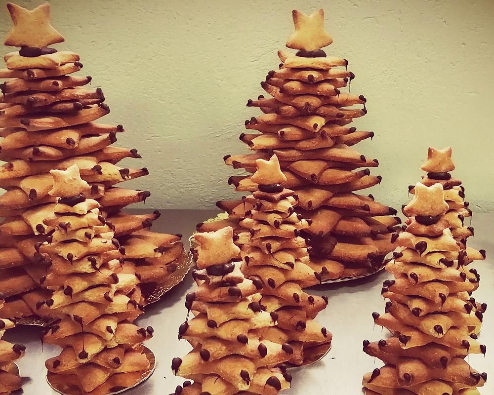 As 'Panxoliñas' son galletas con forma de estrela montadas con cocholate en forma de árbore de Nadal