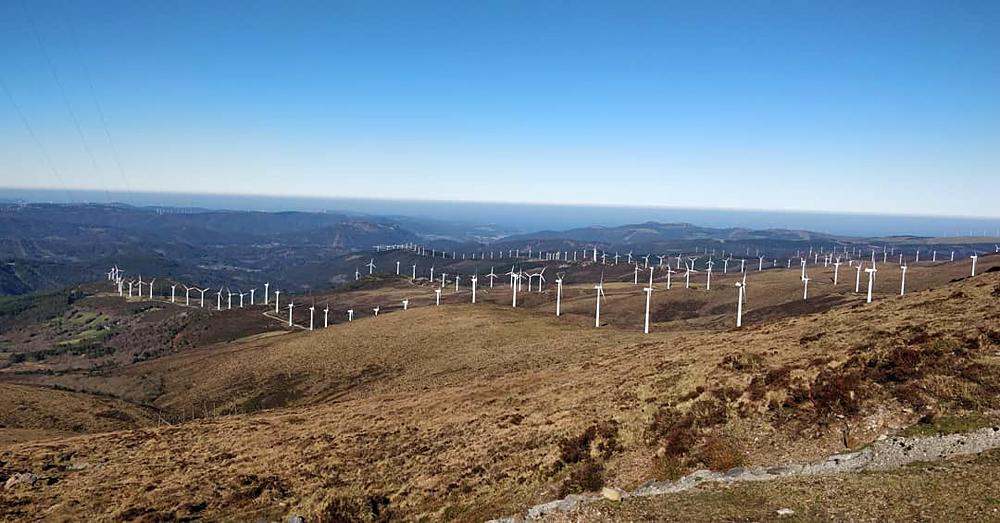 O Xistral é un dos lugares de Galicia con maior concentración de parques eólicos. Só no concello de Muras hai 20