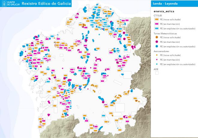 Captura de pantalla do Rexistro Eólico de Galicia: en azul, os parques en funcionamento; en morado, os que están en tramitación; e en laranxa, as novas solicitudes