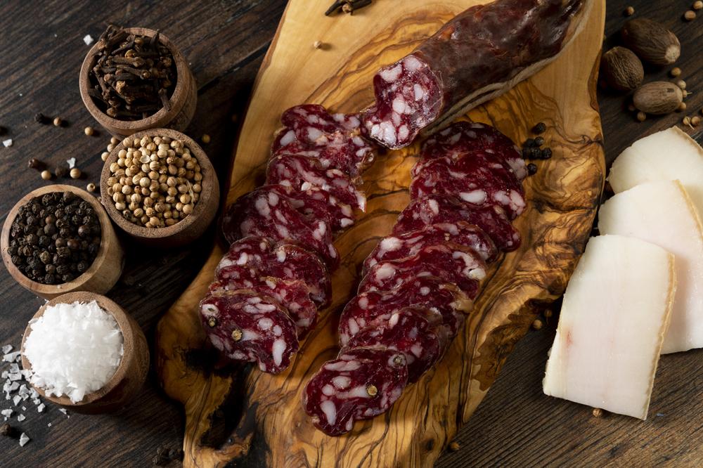 Salchichón de carne de poldro e touciño de porco celta elaborado por Céltico, con explotación no concello de Muras