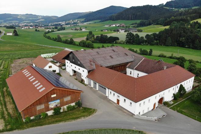 """La explotación de la Fam. Fürst, vulgo """"Weiss auf der Wies"""", se encuentra en el distrito de Freistadt, en el Mühlviertel."""