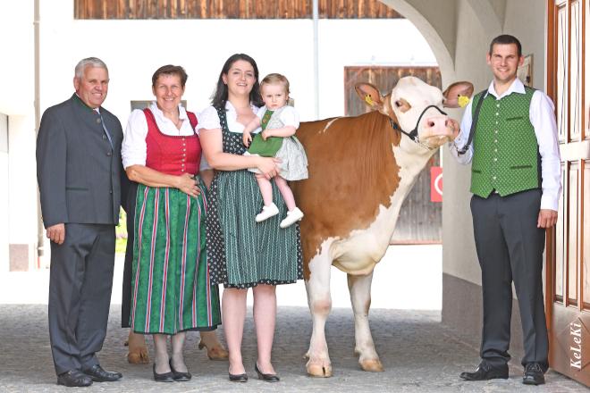 """La familia Fürst volvió a ganar este año el título de """"Criador del Año"""" con un impresionante récord de 732 puntos (Más sobre el """"Criador del Año"""" en el próximo artículo) y es la primera empresa de Austria que ha ganado tres veces este concurso."""