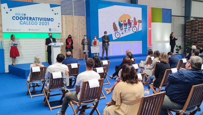Campo Capela, Cenlitrosmetrocadrado y Catroventos Editora, premios cooperativismo galego 2021