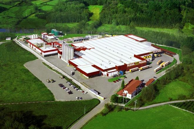Vista de la antigua planta de Leche Pascual en Outeiro de Rei, adquirida en 2014 por Logística Alimentaria