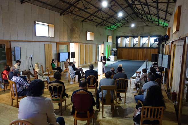 Jornada de XERA sobre la cadena de la madera, celebrada en una nave rehabilitada de la estación de Santa Cruz de Ribadulla (Vedra).