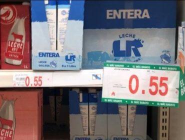 Denuncian que a gran distribución liquida o leite con prezos de derribo: Ata 0,56 euros o litro