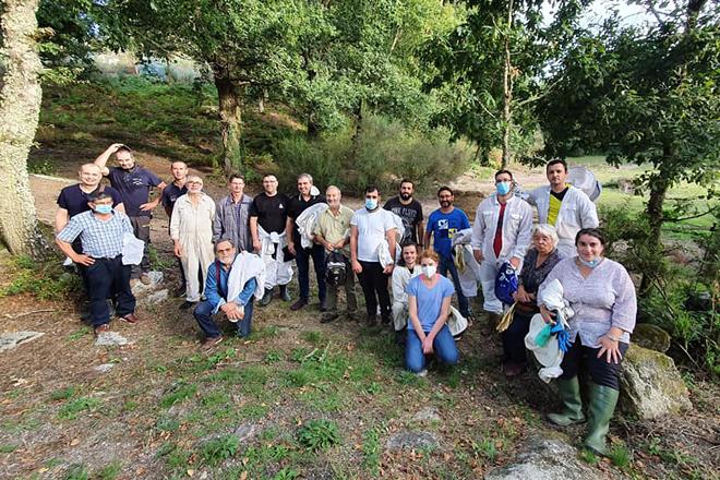 Gilles Fert, junto a los integrantes de la Asociación Apícola de Galicia que participaron en el curso