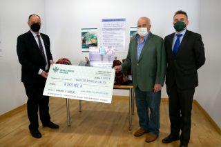 Caixa Rural Galega fai entrega das doazóns da Volta en Verde organizada polo equipo ciclista que copatrocina