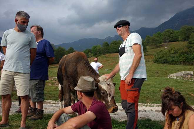 Integrantes de la delegación gallega y eslovena durante las visitas de campo en Eslovenia.