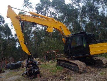 Véndese equipo de maquinaria forestal