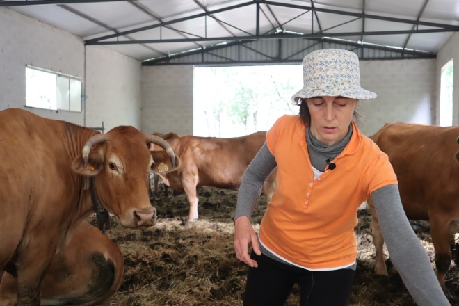 """""""Cos colares con GPS, podo saber en todo momento onde están as vacas, gañei en tranquilidade e en tempo"""""""