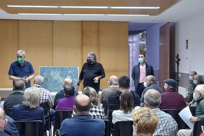 A Xunta informa aos veciños de Ames das vantaxes de implementar unha aldea modelo