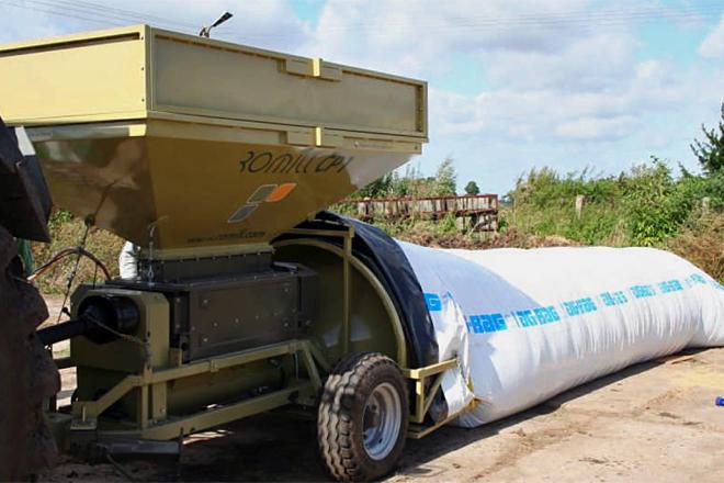 Proceso de ensilado de grano húmedo de maíz en salchicha